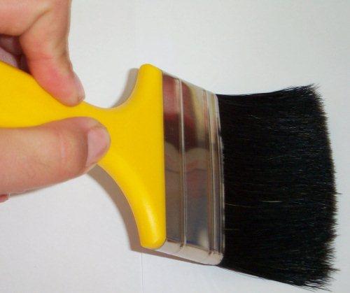 Malerarbeiten können sehr umfassen sein und kann man das Projekt nicht selbst bewältigen, sollte man lieber einen Maler engagieren.