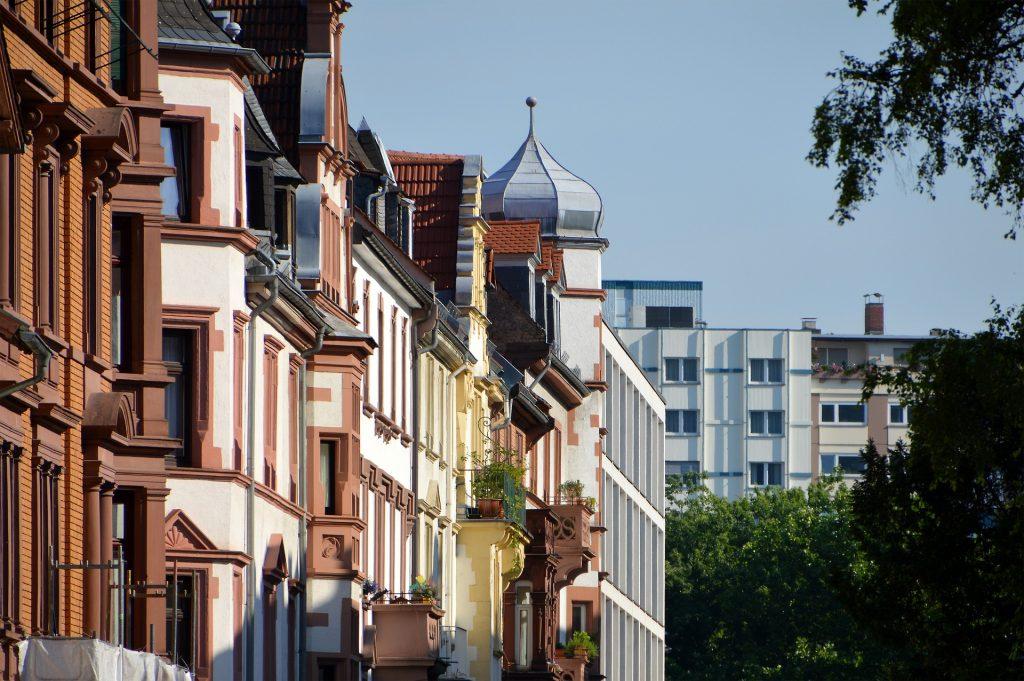 Farbgestaltung der Fassade Hausfassade streichen Kosten Fassade streichen Kosten
